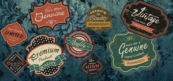 Diverse Logoschilder im Retrodesign.