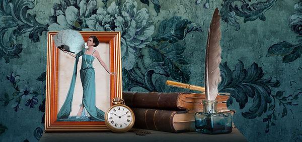 Frau mit Fächer tritt aus einem Bild. Miniatur mit Uhr und Büchern.