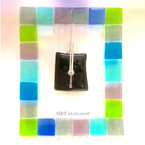 日付&イニシャル入り:ステンドグラス風・ガラス時計