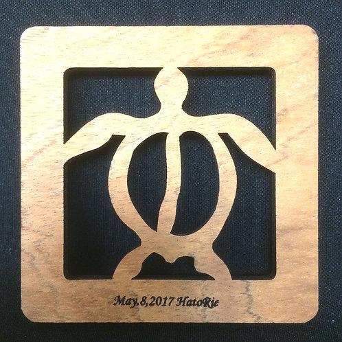日付&名入れの木製コースター(ホヌ)
