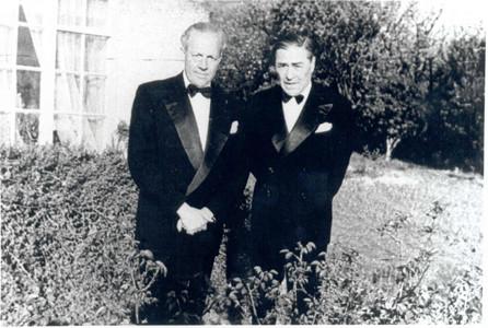Josep Trueta (izquierda) y Josep Pla, Oxford, 1953
