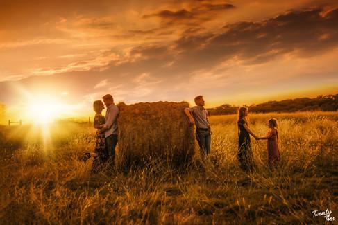 sunset-familysession-hay.jpg