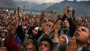 Kashmiri muslims pray at Hazratbal shrine in Srinagar, the summer capital India-administered Kashmir.