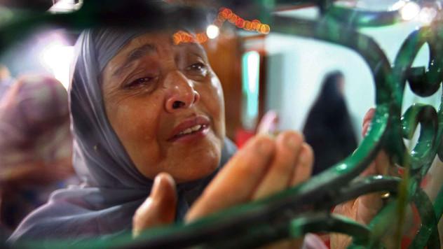 A Kashmiri muslim woman weeps as she prays at a shrine in Srinagar, the summer capital of India-administered Kashmir, India, 2007.
