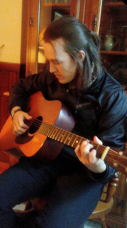 dylan_guitar4.png