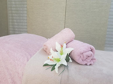beauty couch towel300.jpg