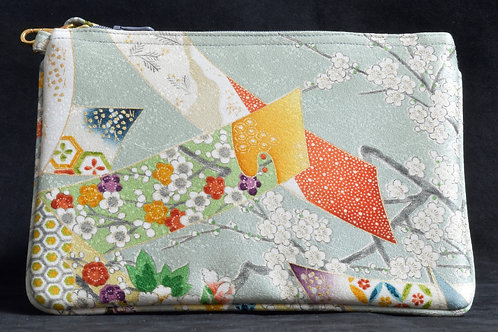 HIDARI POUCH(green background and flowers)