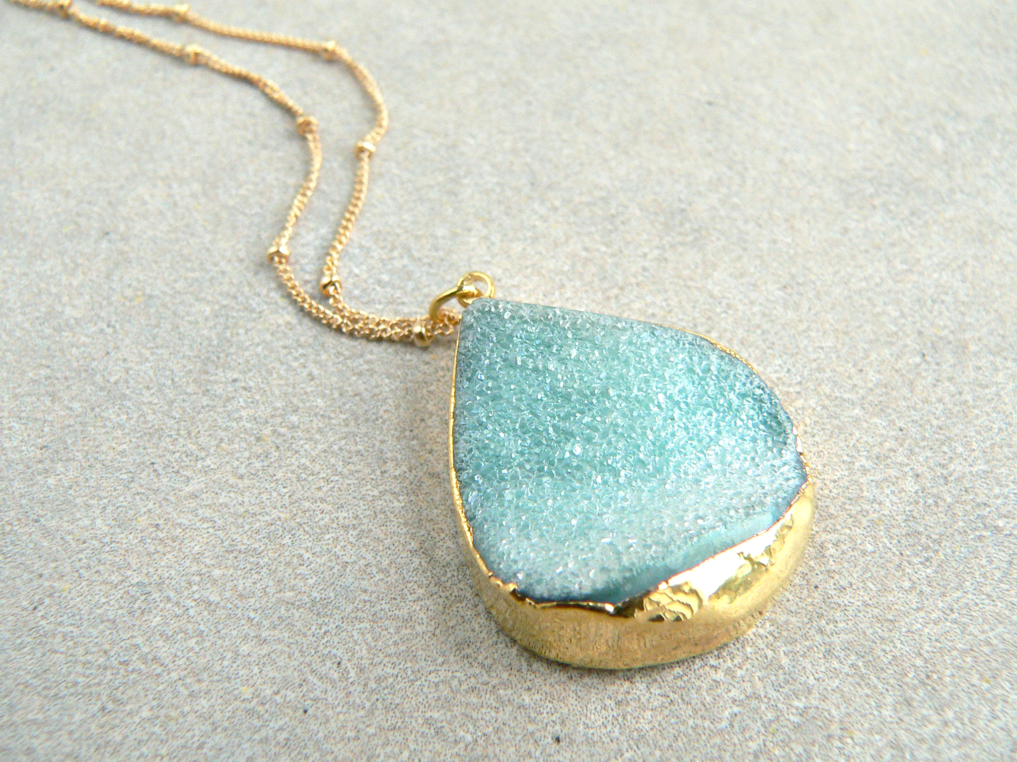 AQUA AURA DRUZY NECKLACE