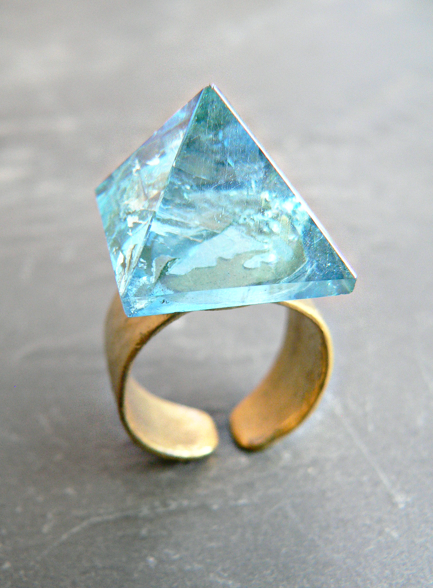 AQUA AURA PYRAMID RING
