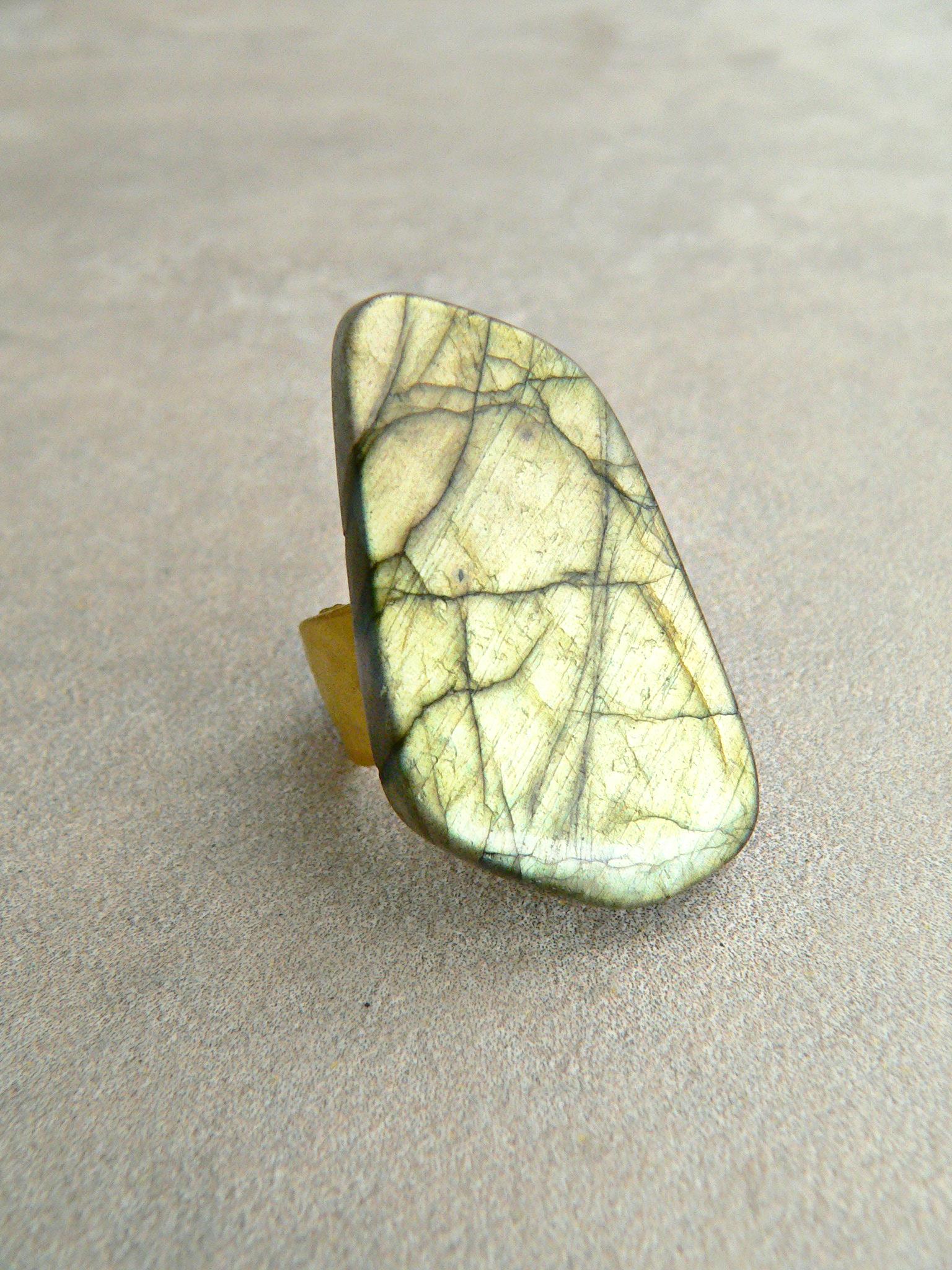 SOLEIL LABRADORITE RING