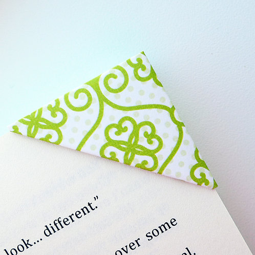 Abstract Heartshape Pattern in Green Bookmark