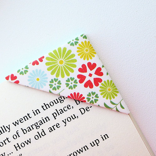 Lovely Flowers With Heartshape Bookmark (3 colors)