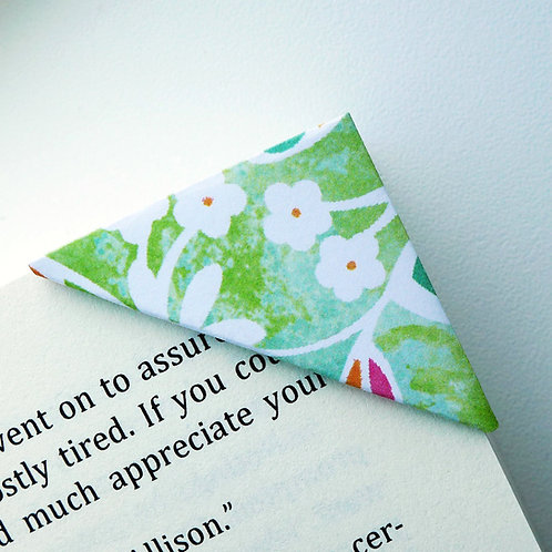 Spring Daisy In Green Bookmark