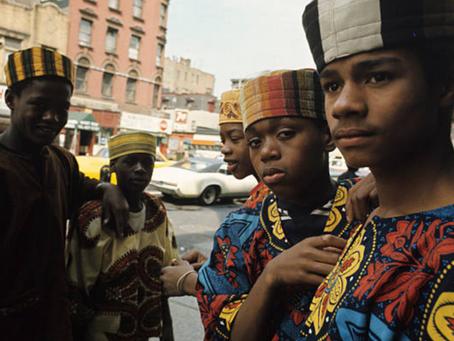 A boutique do Harlem revolucionou a moda dos anos 1960 com estética e orgulho afro.