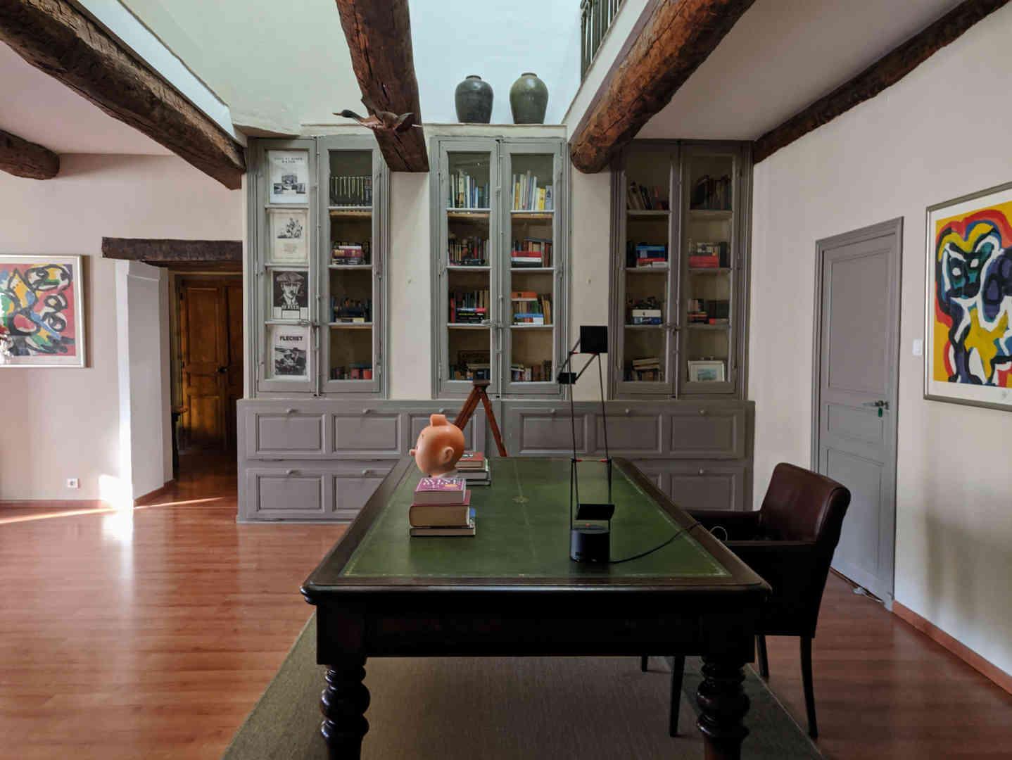 2. Living room - library 1.jpg