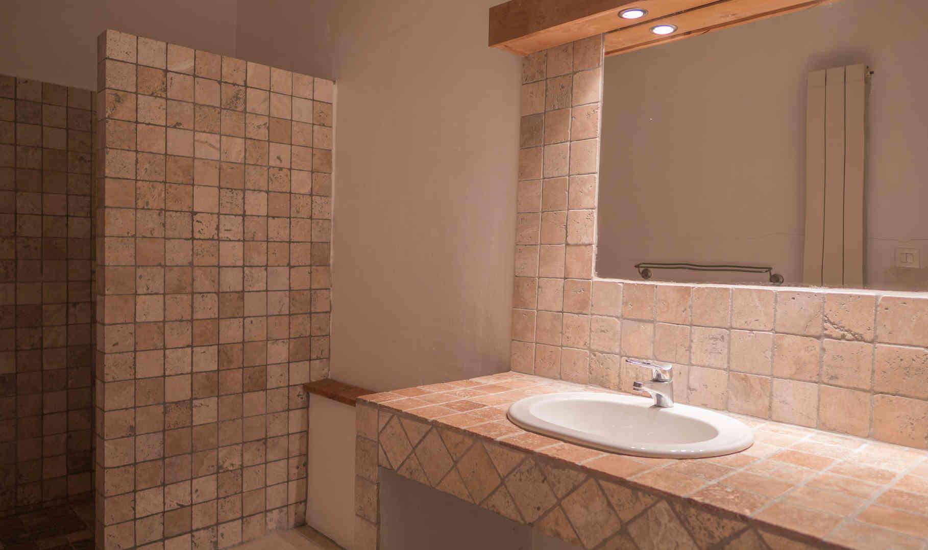 2. Bathroom 1-1.jpg