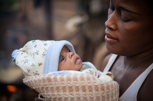 Baby Amanda and her mother in Kwakwa - Cameroon