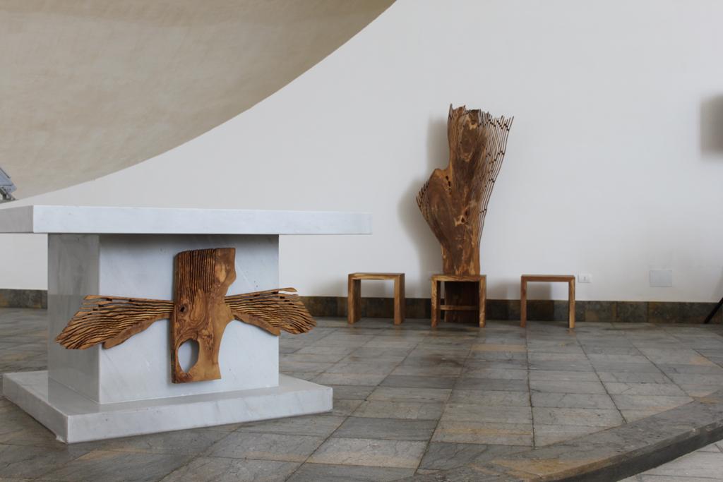 3 Altare, Cattedra