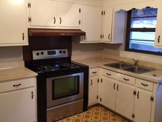 224 Garden Ln Kitchen