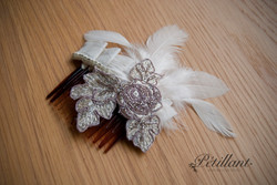 Cream pleat comb with lace