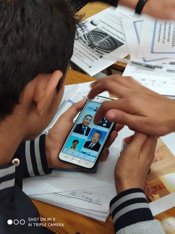 學生以電子教學了解政府架構