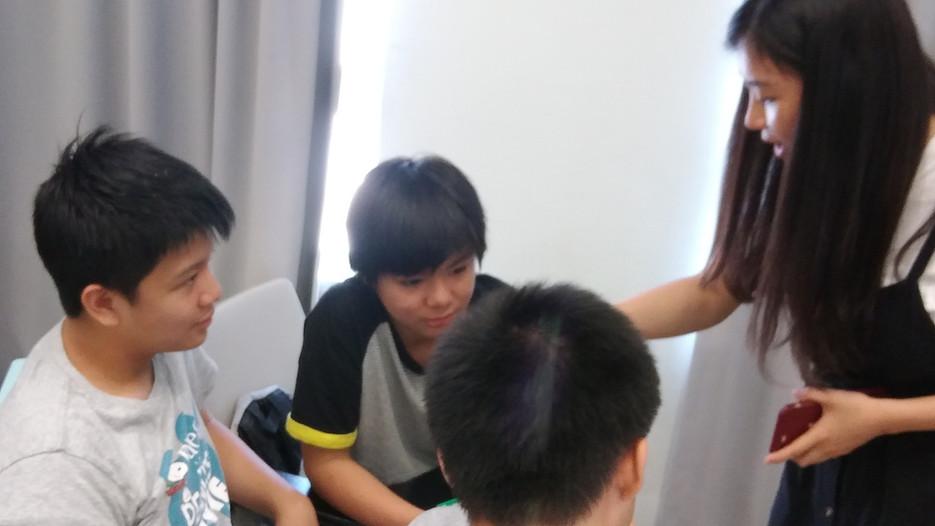 7-冼耀祖及劉孝勤在聽課.jpg