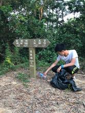 一生一服務:香港高山之清理山頂空膠樽計劃之環繞船灣淡水湖