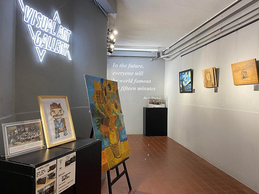 學生的作品展示在學校畫廊  Visual Arts Gallery。