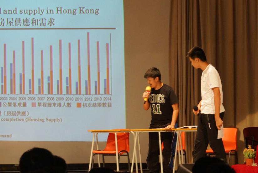 學生就房屋問題,上演話劇,表達不同階層面對的困莝.JPG
