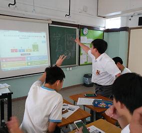 同學於課堂上透過電腦軟件積極搶答.jpeg