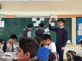 透過優化單元教材,老師於綜合人文課中教授不同知識