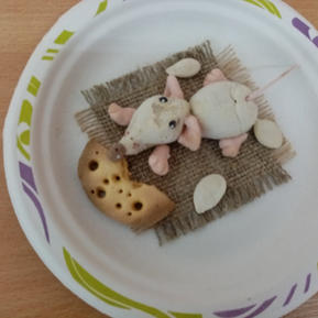 мышь в тарелке