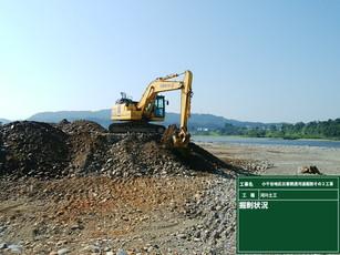 ICT建機による掘削を行っています。