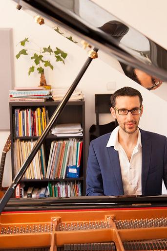 עמית ויינר - מלחין ופסנתרן מחונן, עטור פרסים, מלחין מוסיקה קלאסית מודרנית, מוסיקה קלה (פופ) ומוסיקה לסרטים
