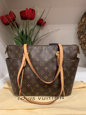 SOLD Louis Vuitton Totally MM