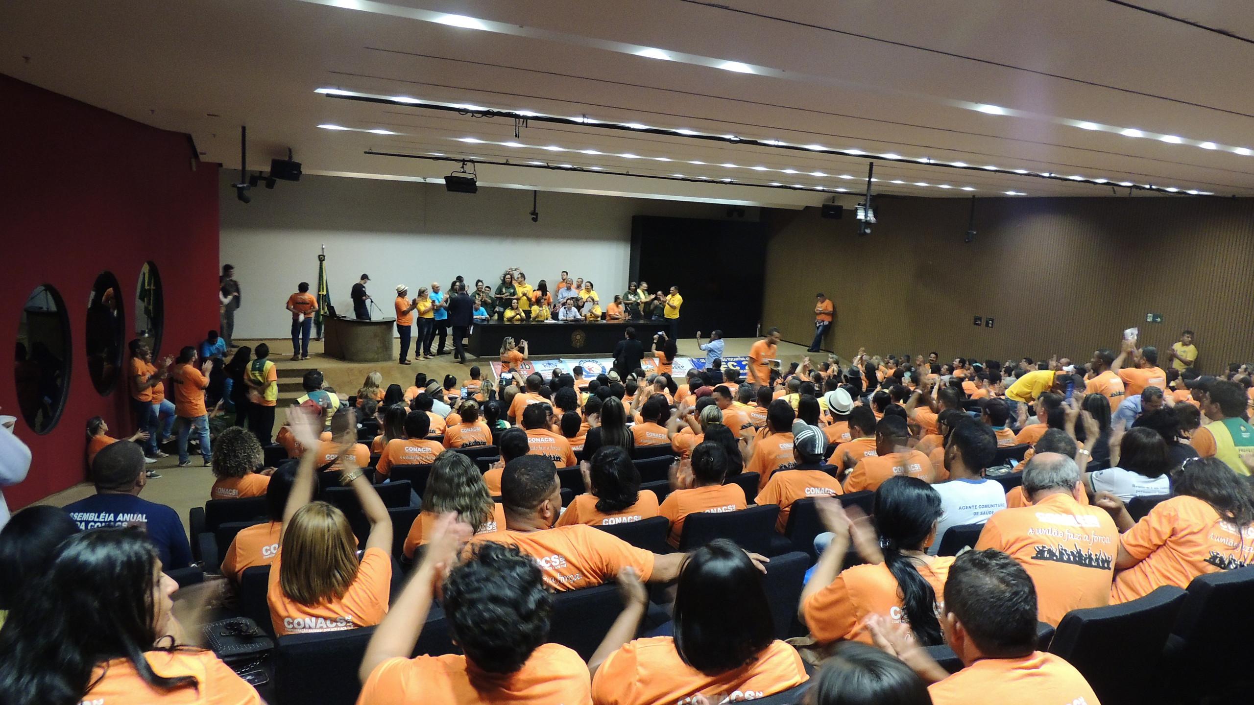 Diversos companheiros e companheiras de vários estados lotaram o Auditório Nereu Ramos. (Foto: João Paulo de Souza)