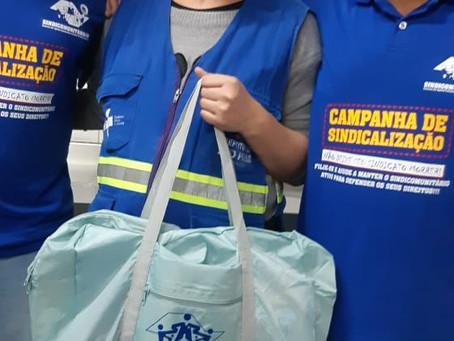 CAMPANHA DE SINDICALIZAÇÃO 2019: Diretores entregam Kit Maternidade na UBS Sacomã