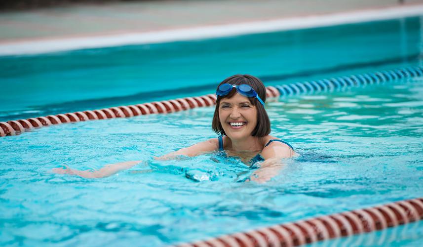 outdoorpool_swimming_woman_TL__DD2016.jp