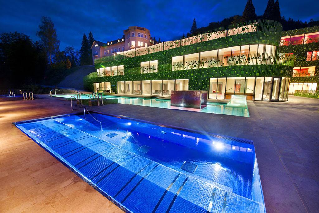 HotelAussen1.jpg