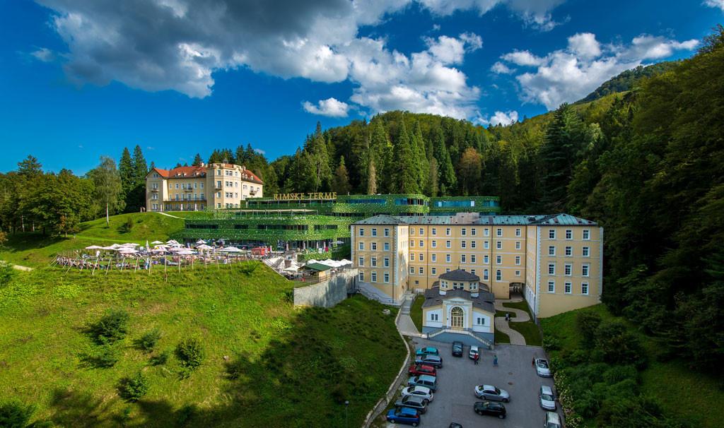 HotelAussen2.jpg