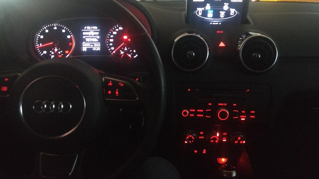 AUDI A1 2013 MRF6406 NEGRO 24