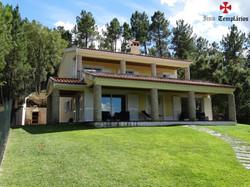 Villa 4 Pièces - 495 000 €