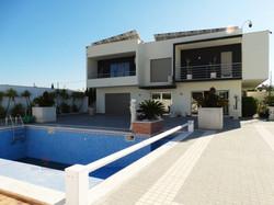 Villa 5 Pièces - 475 00 €