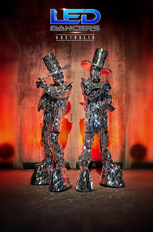 Mirror People Duo characters, bespoke entertainers for indoor and outdoor events.