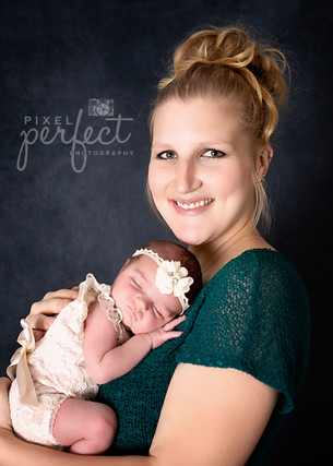 Piper Newborn-10.jpg
