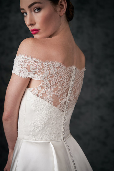 bridal-dresses-A229052-3.jpg