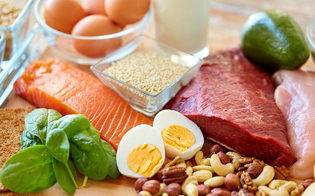 Combinado de comidas ricas em proteína