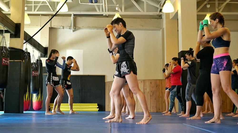 fama singapore ladies female muay thai kickboxing boxing thaiboxing kru far