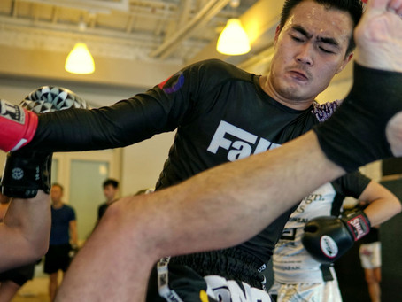 Muay Thai Flying Knees with Kru Mon Rungkiet