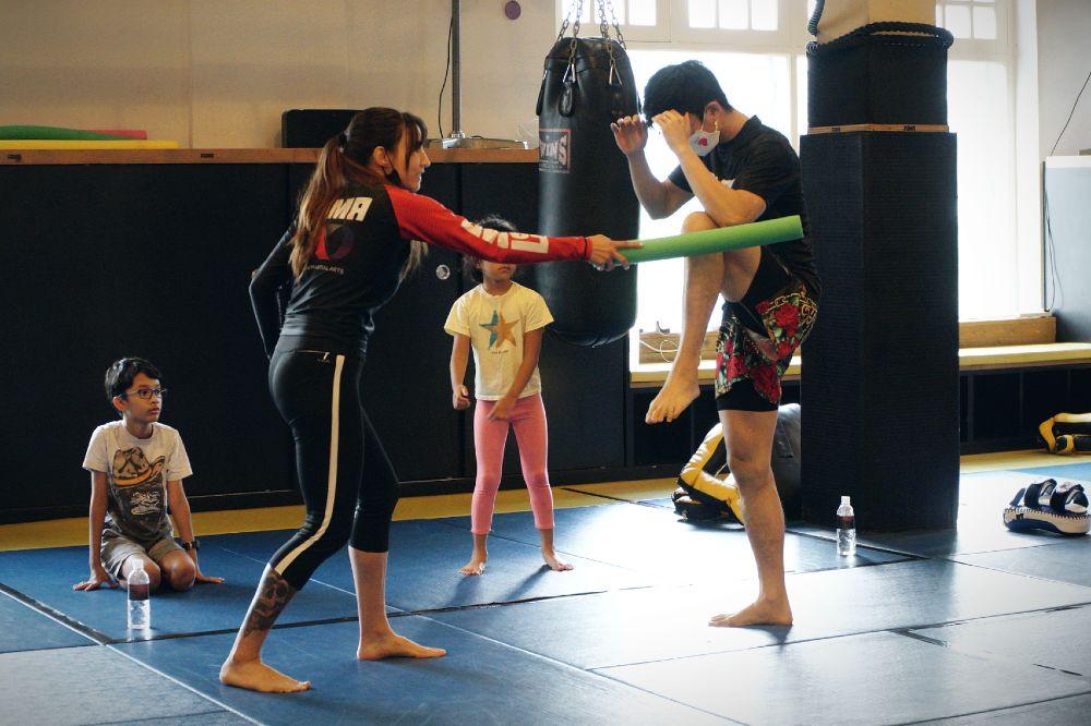 fama singapore kids martial arts muay thai with kirstie gannaway family training
